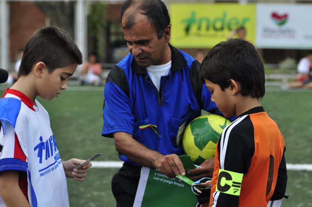 Youth soccer players - Green card Roosevelt Castro