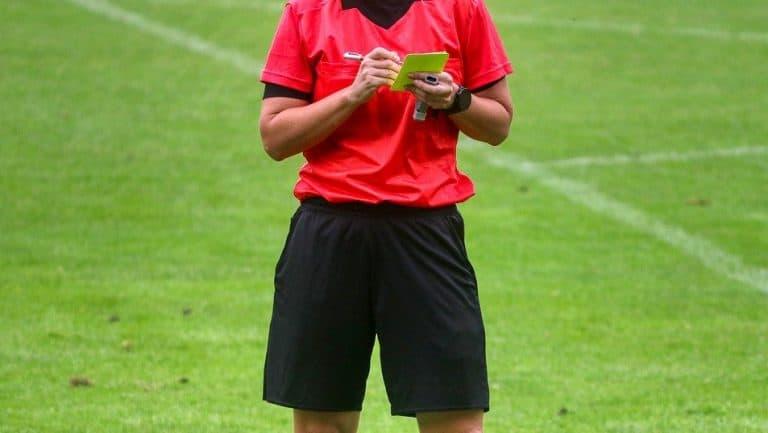 yellow card 4496844 1280 e1576159629491